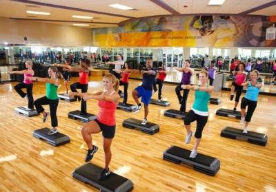 LA Fitness class